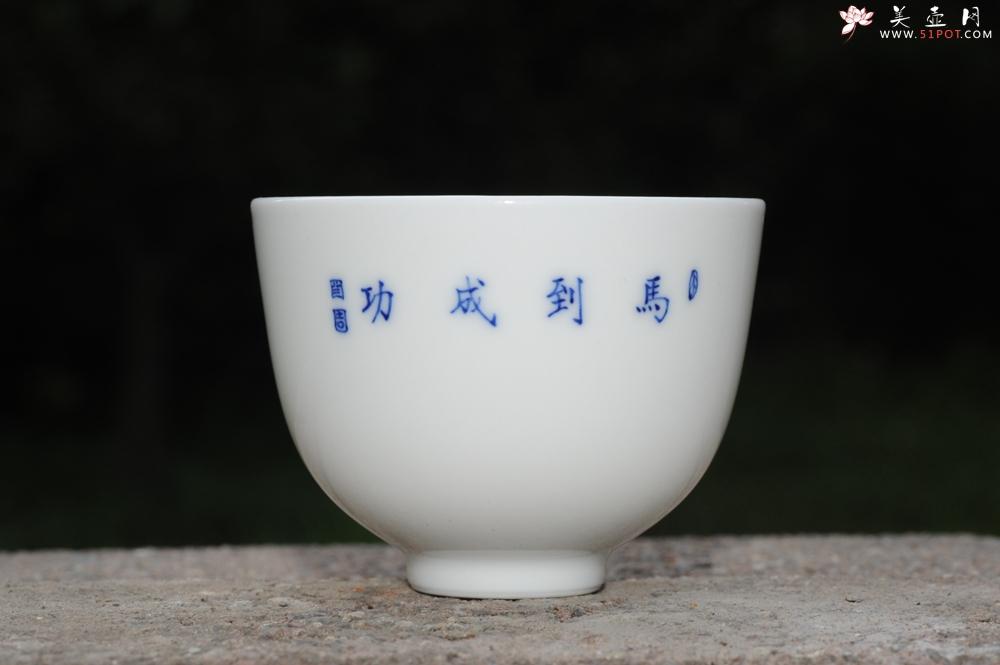 紫砂壶图片:生肖马 景德镇全手工手绘青花主人杯 - 宜兴紫砂壶网