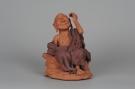 紫砂壶图片:不可多得的用心之作 写意全手工修耳罗汉 精品雕塑 - 宜兴紫砂壶网