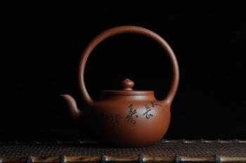 紫砂壶图片:全手工精品小红泥也是朱泥旭茂提梁 文气十足 - 宜兴紫砂壶网