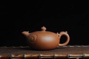 紫砂壶图片:美壶特惠 优质降坡泥龙凤呈祥 寓意吉祥 嵌盖难度大 - 宜兴紫砂壶网