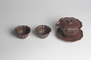 紫砂壶图片:美碗特惠 优质紫泥精致菱花盖碗 快客杯 茶碗 茶杯 公道杯 一套 - 宜兴紫砂壶网