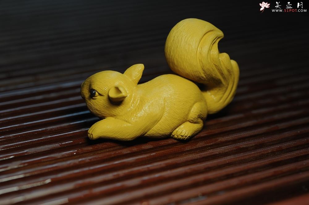 紫砂壶图片:美宠特惠 精致手工茶宠段泥拉毛松鼠 神态可掬 有趣 - 宜兴紫砂壶网