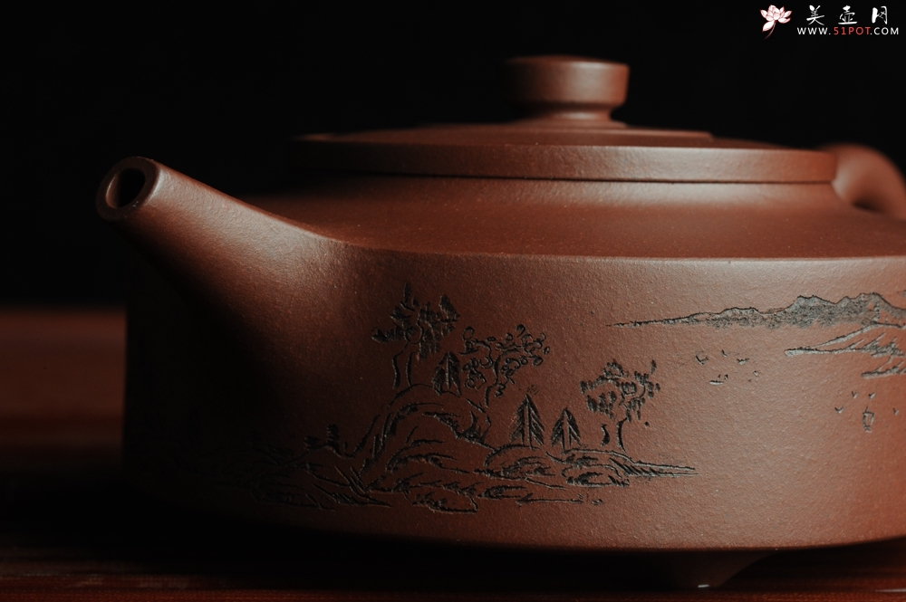 紫砂壶图片:美壶特惠 曼生周盘 通景山水 做工超精致 茶人醉爱 - 宜兴紫砂壶网