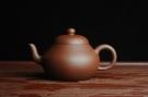 紫砂壶图片:美壶特惠 全手工精品秀雅梨形壶 茶人醉爱 - 宜兴紫砂壶网