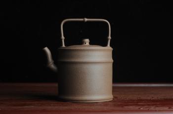 紫砂壶图片:美壶特惠 特好老段泥 精工竹段提梁 挺拔秀雅 - 宜兴紫砂壶网