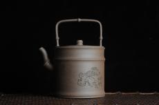 紫砂壶图片:美壶特惠 特好老段泥 精工知(知了)足(竹子)提梁 挺拔秀雅 - 宜兴紫砂壶网
