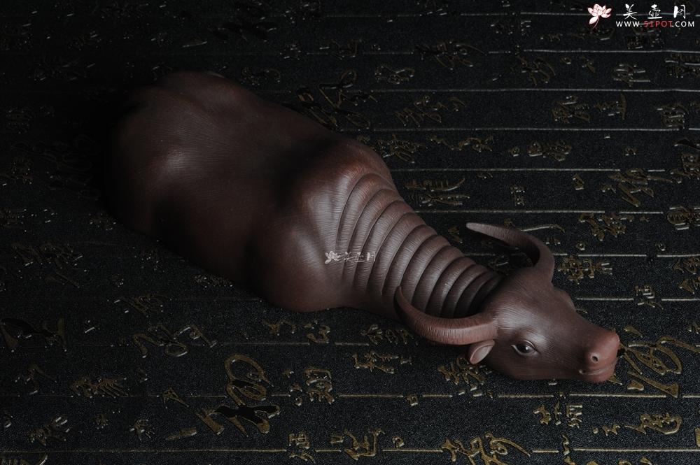 紫砂壶图片:美宠特惠 精品大黑牛茶宠 卧牛 长27cm牛身最宽度9cm - 宜兴紫砂壶网