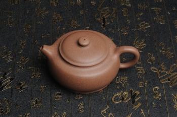 紫砂壶图片:美壶特惠 精致做工老段泥涌泉壶 茶人醉爱 - 宜兴紫砂壶网