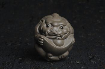 紫砂壶图片:美宠特惠 回馈壶友 精致聚财金蟾茶宠 茶盘尤物高7.5cm宽6.5cm左右 - 宜兴紫砂壶网