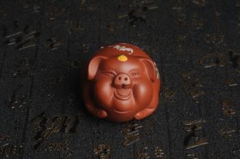 紫砂壶图片:美宠特惠 精工点彩仙桃 圣桃 福气猪茶宠长7cm宽6cm高5cm - 宜兴紫砂壶网