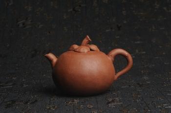 紫砂壶图片:美壶特惠 精致卡盖全手工油润降坡泥仿生小花货 山竹 - 宜兴紫砂壶网