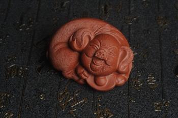 紫砂壶图片:美宠特惠 优质清水泥精致手工茶宠 一团和气招财猪 长7cm宽5cm高3.5cm - 宜兴紫砂壶网