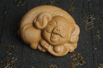 紫砂壶图片:美宠特惠 优质段泥精致手工茶宠 一团和气招财猪 长7cm宽5cm高3.5cm - 宜兴紫砂壶网