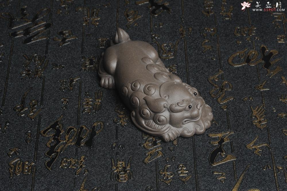 紫砂壶图片:美宠特惠 超精工老青灰泥镇纸狮子茶宠摆件 茶盘尤物长11.5cm高2.5cm - 宜兴紫砂壶网