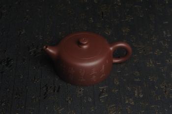 紫砂壶图片:美壶特惠精工大井栏 装饰山水 特文气 - 宜兴紫砂壶网