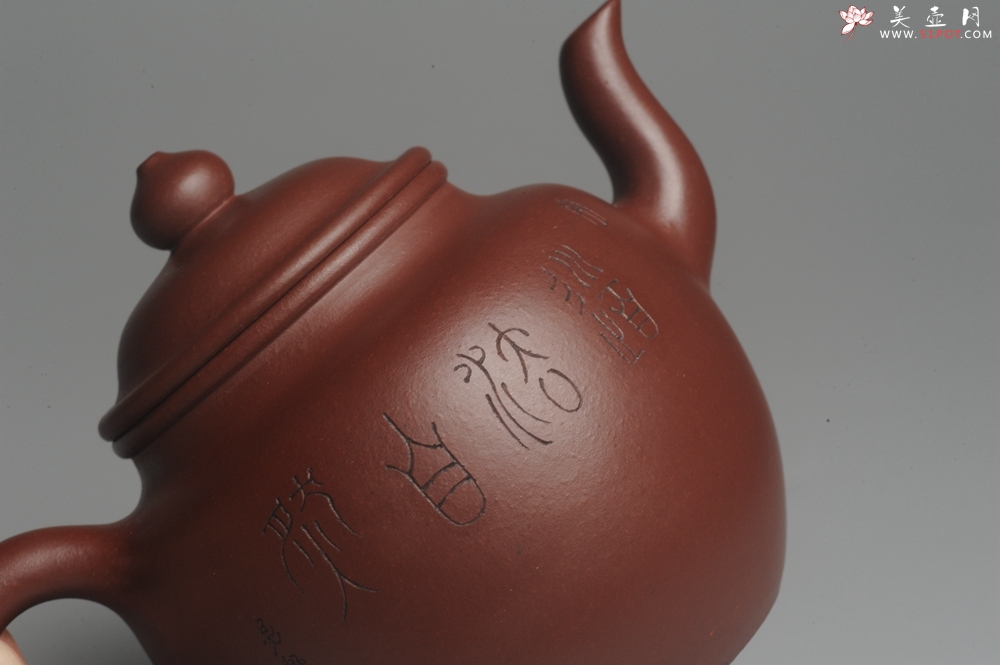 紫砂壶图片:油润黄龙山4号深井红皮龙 全手工高灯壶 文气装饰人物 道法自然 - 宜兴紫砂壶网