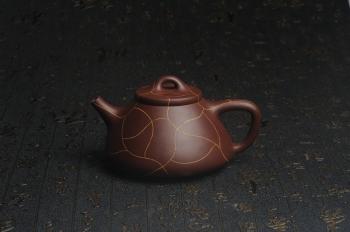 紫砂壶图片:美壶特惠 优质紫泥精工冰纹石瓢壶 特实用 出水如柱 养后油润 - 宜兴紫砂壶网