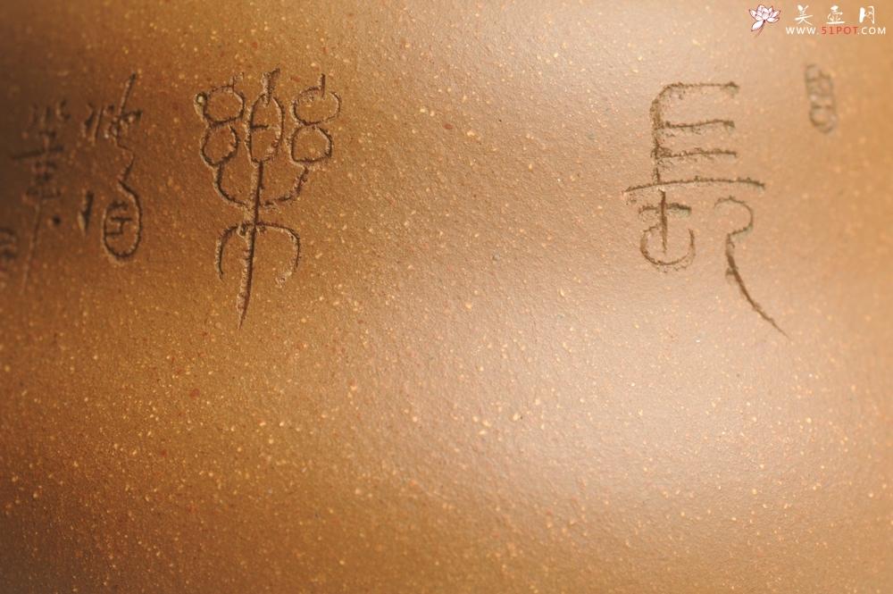 紫砂壶图片:美壶特惠 特好降坡泥精工葫芦壶(福禄) 装饰山水 灰常文气 - 宜兴紫砂壶网
