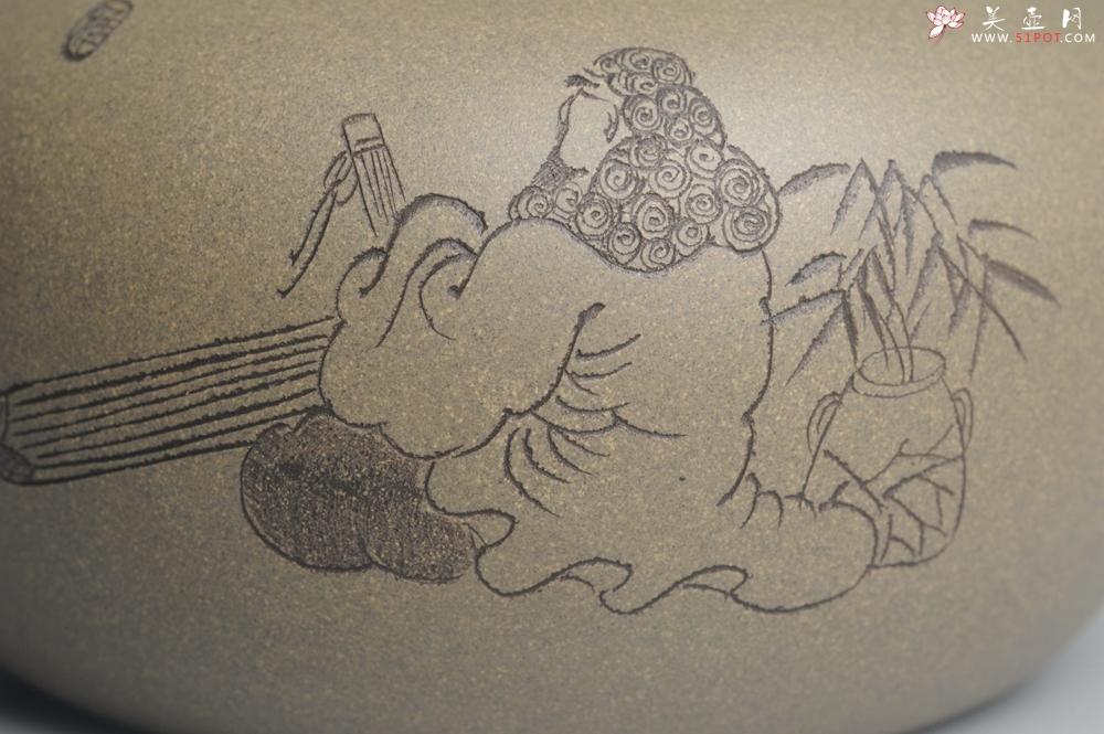 紫砂壶图片:美壶特惠 老青段 助工精工太白提梁 装饰抚琴图 文气雅致 - 宜兴紫砂壶网
