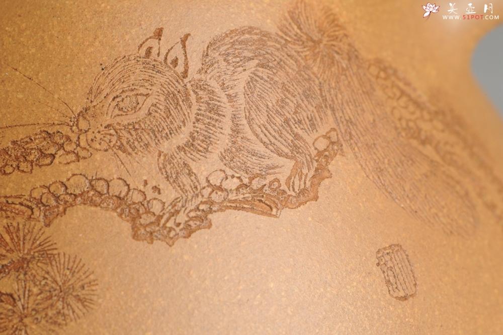 紫砂壶图片:油润老黄段泥(此泥料属于家藏老料!油润无比,识者自知!)全手工子冶石瓢 助工精心装饰松鼠 特文气 - 宜兴紫砂壶网