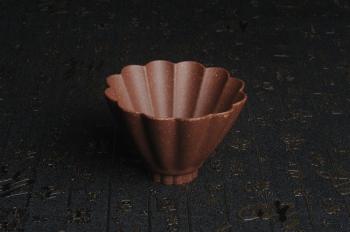 紫砂壶图片:美杯特惠 超精工厚实紫玉金砂菱花杯 主人杯 - 宜兴紫砂壶网