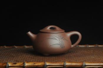 紫砂壶图片:美壶特惠 工料俱佳满瓢(霸王石瓢)装饰兰花 茶人醉爱 - 宜兴紫砂壶网