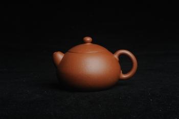 紫砂壶图片:美壶特惠 精工红降坡俏西施 小壶超难做 杀茶利器 - 宜兴紫砂壶网