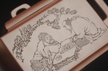 紫砂壶图片:全手工精致亚明四方壶 装饰对弈图 特文气 - 宜兴紫砂壶网
