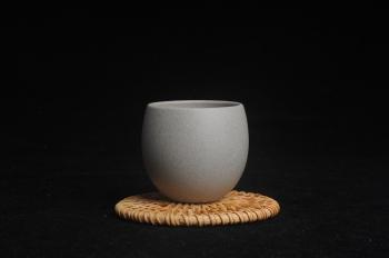 紫砂壶图片:优质白段泥精致手工品茗杯大号主人杯 茶人醉爱 - 宜兴紫砂壶网