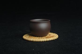 紫砂壶图片:优质老紫泥精致手工品茗杯大号主人杯 茶人醉爱 - 宜兴紫砂壶网