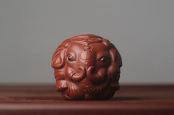 紫砂壶图片:美宠特惠 精致大红袍朱泥太平有象 长8cm高7cm宽7cm - 宜兴紫砂壶网