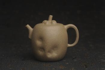 紫砂壶图片:美壶特惠 精致薄胎青段泥瓜菱壶 质量仅84g 茶人醉爱 - 宜兴紫砂壶网