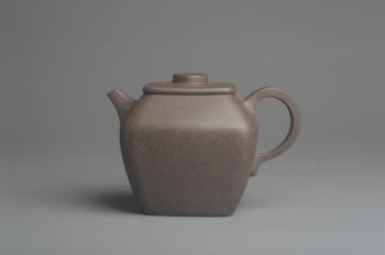 紫砂壶图片:美壶特惠 优质青灰段泥精致混方巨轮壶 茶人醉爱 - 宜兴紫砂壶网