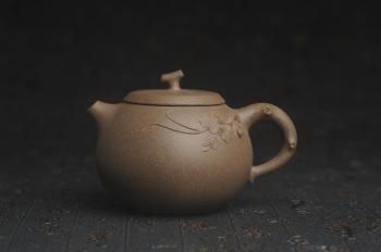 紫砂壶图片:美壶特惠 精致青段茄瓜物语壶 茶人醉爱 - 宜兴紫砂壶网