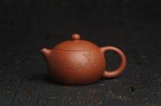 紫砂壶图片:油润降坡泥全手工小品西施壶 装饰喜上眉梢 特文气 - 宜兴紫砂壶网