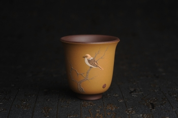紫砂壶图片:美杯特惠 精致枯枝鸟文气主人杯 茶杯 茶人醉爱 - 宜兴紫砂壶网