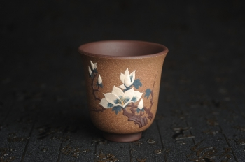 紫砂壶图片:美杯特惠 精致玉兰花文气主人杯 茶人醉爱 - 宜兴紫砂壶网