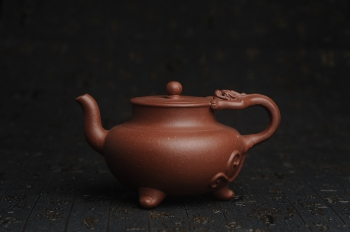 紫砂壶图片:美壶年底特惠 精致红降坡泥螭龙壶 - 宜兴紫砂壶网