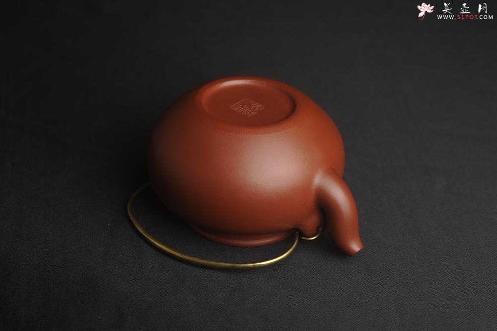 紫砂壶图片:潜力股周小培全手工老清水泥蛋包提梁壶 特实用 - 宜兴紫砂壶网