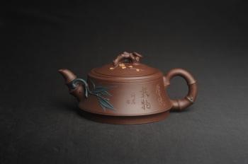 紫砂壶图片:美壶特惠 优质紫泥松竹梅紫砂茶壶 厚德载物 茶人醉爱 - 宜兴紫砂壶网