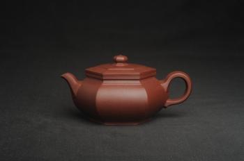 紫砂壶图片:美壶特惠 全手工优质紫红泥精致大彬六方 特文气 - 宜兴紫砂壶网