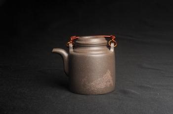 紫砂壶图片:美壶特惠 精致青段洋桶壶 清茶品日月 老酒醉人生 - 宜兴紫砂壶网