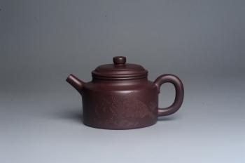 紫砂壶图片:油润底曹青 全手工德中茶壶 装饰人物特文气 - 宜兴紫砂壶网