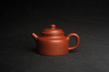 紫砂壶图片:油润老清水泥全手工小品德中壶 装饰虾图 茶亦醉人 特实用文气 - 宜兴紫砂壶网