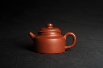 紫砂壶图片:油润老清水泥全手工小品德中壶 特实用文气 - 宜兴紫砂壶网