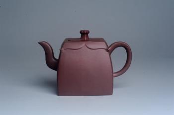 紫砂壶图片:美壶特惠 精致四方圆口壶 造型新颖 - 宜兴紫砂壶网